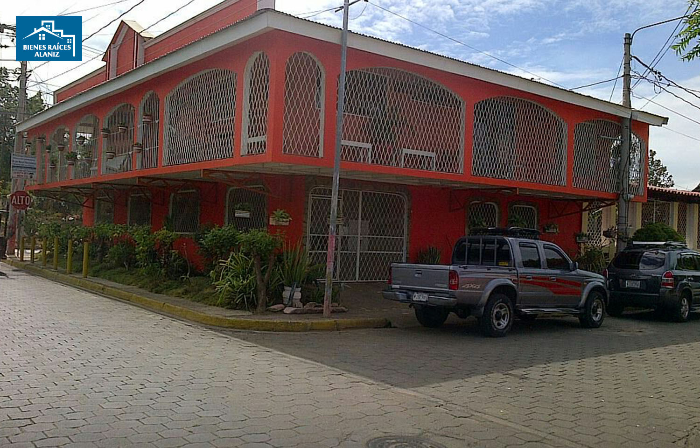 Se vende hermosa casa de dos pisos en Villa Soberana
