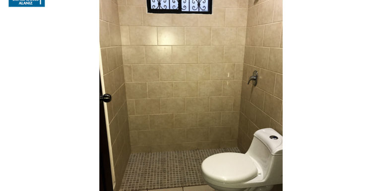 9 Villas Lindora baño 2